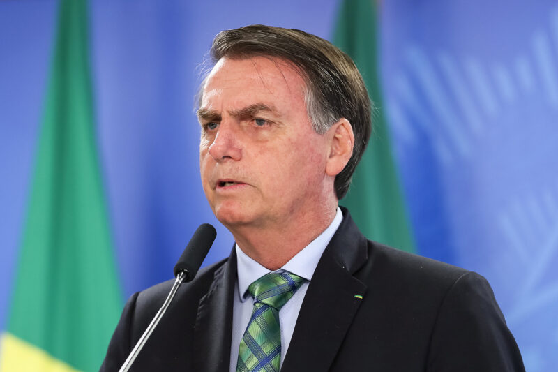 Bolsonaro recria Ministério das Comunicações e coloca deputado Fábio Faria como ministro