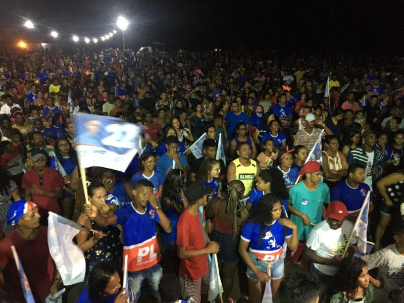 Presidente Juscelino: Uma multidão participa do comício do candidato a prefeito Dr.Pedro no Povoado Juçaral