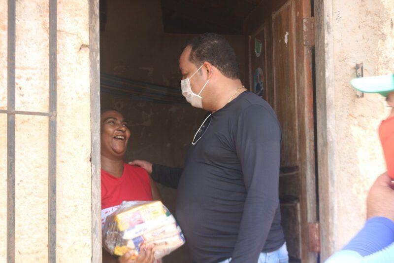 Com doação da Metade do Salário, Prefeito Roberto do Posto realiza 2ª Ação do Projeto de Distribuição de Cestas Básicas